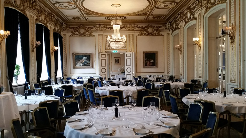 Bild på borden i festlokalen på Saltsjöbadens hotell då Nådens Mission firade 40 år i Stockholm