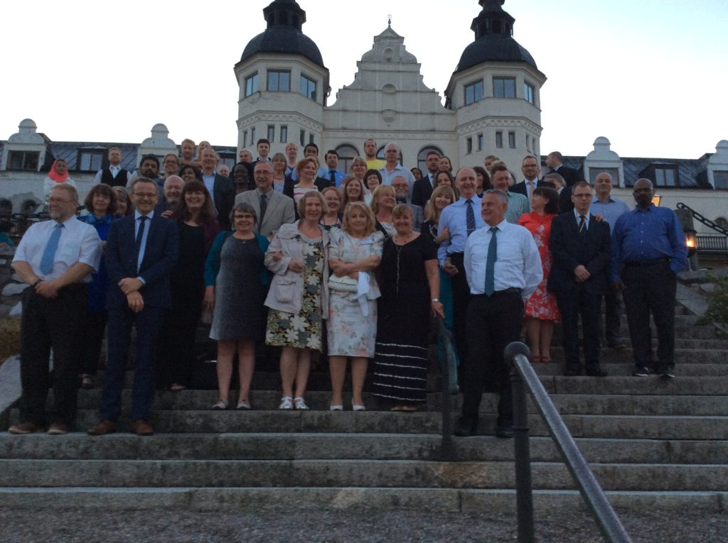 En gruppbild på församlingen Nådens Mission GGWO Stockholm 40 års fest