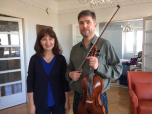 Bild på ett av paren som ska spela musik på söndag
